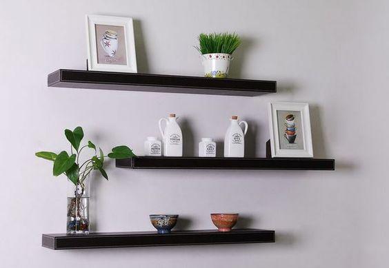 15 ideas para decorar tu hogar con repisas de madera flotantes for Adornos para repisas
