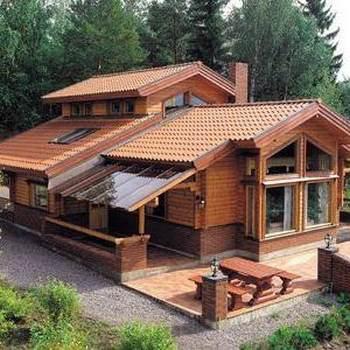 Hermosas fachadas con cubiertas a dos aguas for Cubiertas para casas