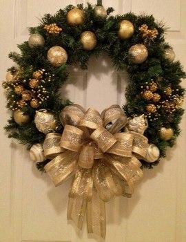 adems puedes decorar con nochebuenas de tela copos de nieve campanas o cualquier cosa que te agrade - Coronas Navidad